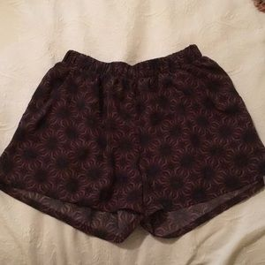 Fabric shorts, loose fitting